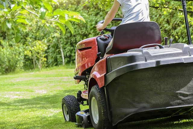 Best Riding Lawn Mower for Hills Reviews - Good and Evo